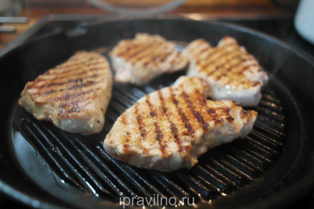 как приготовить стейк из грудки индейки на сковороде