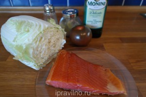 салат с копченой форелью и овощами