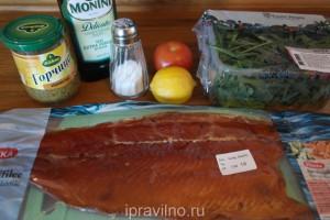 салат с рукколой и копченой форелью