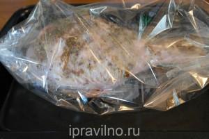 голень индейки, запеченная в рукаве в духовке