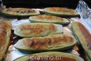 лодочки из кабачков с сосисками
