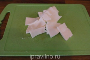 салат с мицуной, деревенским сыром и перепелиными яйцами