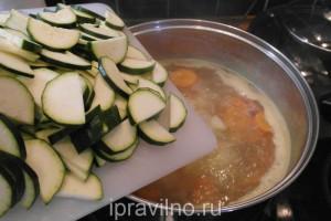 суп с курицей и кабачками цукини