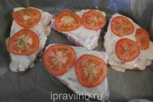 стейк из индейки с помидорами и сыром в духовке