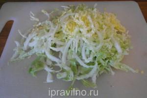 салат с редиской, сельдереем и капустой
