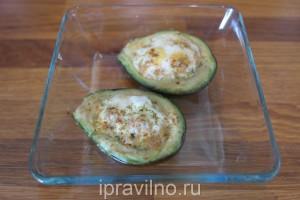 авокадо с перепелиными яйцами