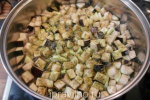 суп с шампиньонами, баклажанами и кабачками