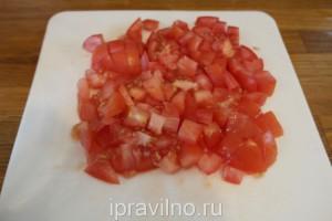 треска в кефире с помидорами