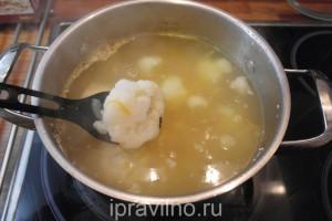 куриный суп с шампиньонами и цветной капустой