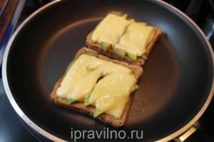 бутерброд с авокадо и сыром
