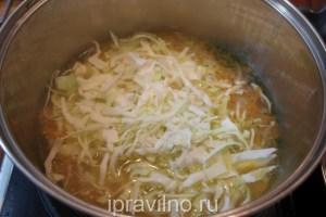 капустный суп с щавелем и яйцом