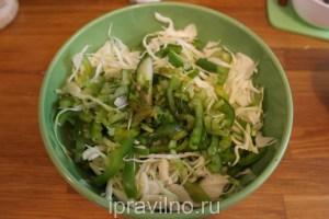 зеленый салат с сельдереем