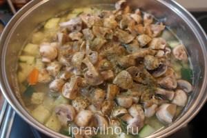 куриный суп с шампиньонами и цуккини