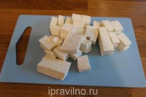 десерт из сыра тофу с бананом и черникой
