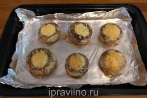 шампиньоны запеченные с перепелиными яйцами
