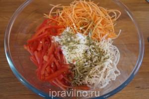 салат с куриным филе, морковью и сладким перцем