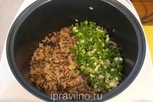 рис акватика с зеленым луком и соевым соусом