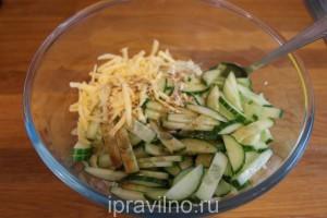 салат с капустой, огурцом и сыром