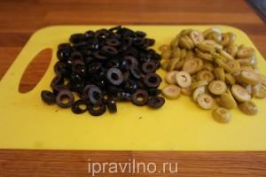 куриный суп с капустой и оливками